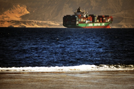 China Shipping Container Linesin alus Egyptin rannikolla (Oliver Gartmann, flickr)