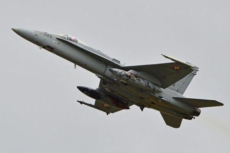 Lentävätkö suomalaiset Hornetit keväällä Yhdysvaltain johdolla Baltiassa? Kuvassa Sveitsin ilmavoimien F/A 18C Hornet. Kuva: Wikimedia Commons