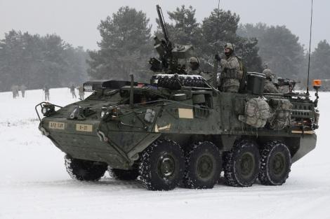 Stryker-miehistönkuljetusvaunuista saatiin aikaan keväinen turpo-myrsky. Kuva: Flickr.com/US Army Europe Images