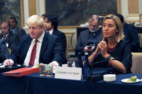 Britannian ulkoministeri Boris Johnson YK:n yleiskokouksessa EU: n ulkoasioiden korkean edustajan Frederica Mogherinin kanssa. Kuva: EEAS, Flickr