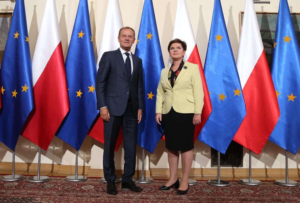 Puolan entinen pääministeri, nykyinen Eurooppa-neuvoston puheenjohtaja Donald Tusk ja nykyinen pääministeri Beata Szydło edustavat varsin erilaisia linjoja suhteessa Euroopan unioniin. Kuva: Eurooppa-neuvosto
